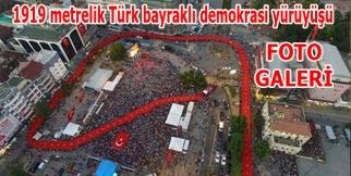 Samsun'da bin 919 metrelik Türk bayraklı demokrasi yürüyüşü