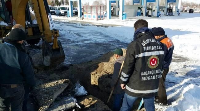 Gümrük muhafaza ekipleri 13 bin 500 litre kaçak akaryakıt ele geçirdi