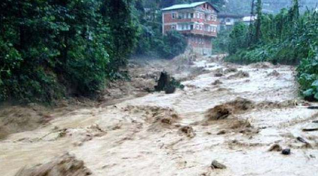 Rize'deki şiddetli yağışta 10 ev yıkıldı