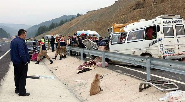 Katliam gibi kaza: 8 kişi hayatını kaybetti