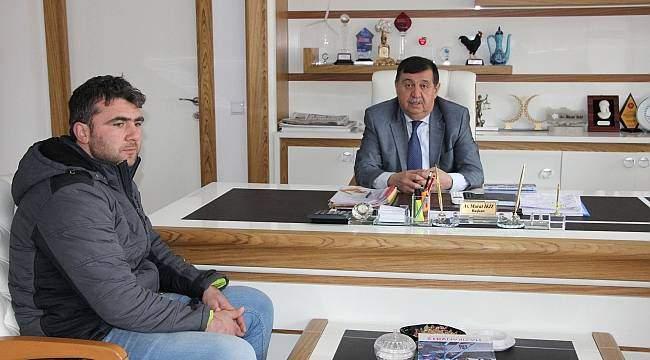 Şehidin ağabeyi Şahin'den Belediye Başkanı İkiz'e ziyaret