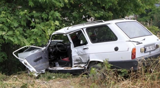 Samsun'da otomobil ağaca çarptı: 1 ölü, 2 yaralı