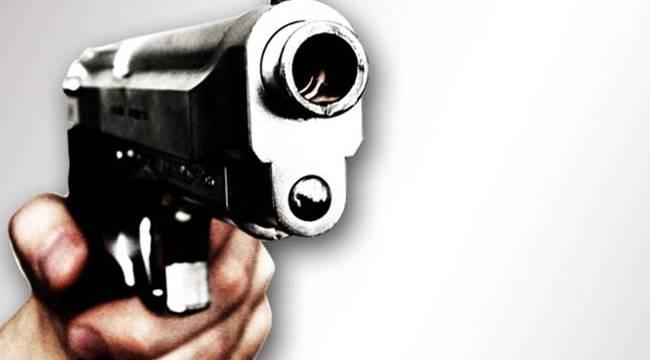Oynadığı tabanca ateş aldı ağır yaralandı