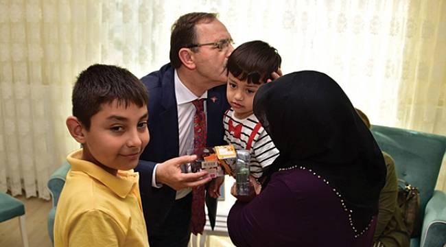 Şahin şehit ailesini ziyaret etti