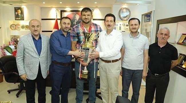 Şaban Yılmaz'dan tarihi Kırkpınar yağlı güreşleri dönüşü Başkan Tok'a ziyaret