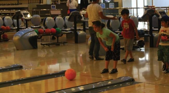 Türkiye'nin en büyük bowling salonuna yoğun ilgi