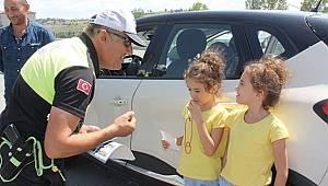 Çocuklar hatalı sürücüleri 'kırmızı düdükle' uyaracak