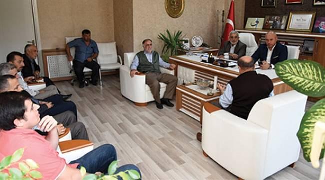 Togar, AK Parti ilçe binasında vatandaşlarla buluştu