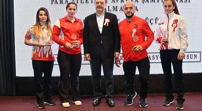 Başkan Zihni Şahin'den sporun yıldızlarını ödüllendirdi