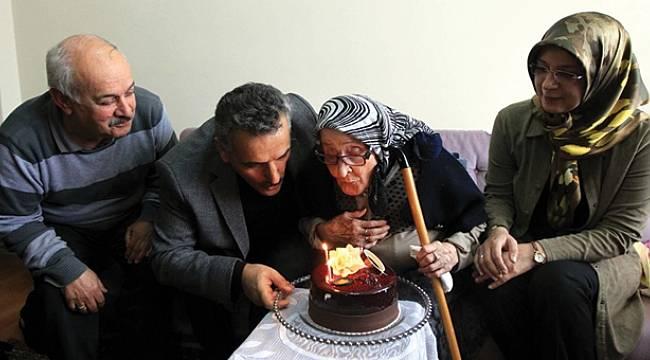 101 yaşındaki nineye sürpriz doğum günü kutlaması