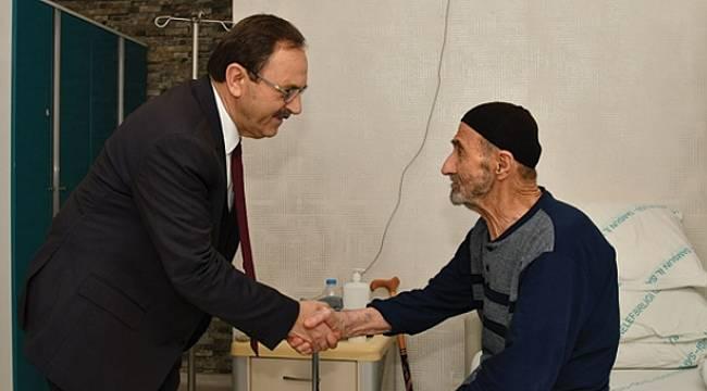Başkan Şahin'den hastalara sürpriz ziyaret