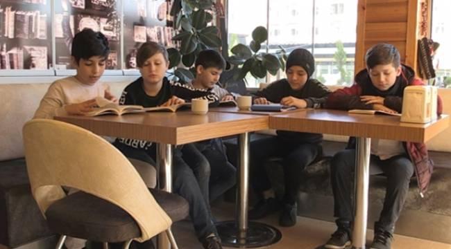 Kitap kurtları bu kafede buluşuyor