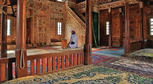 423 yıllık Bekdemir Cami tarihe ayna tutuyor