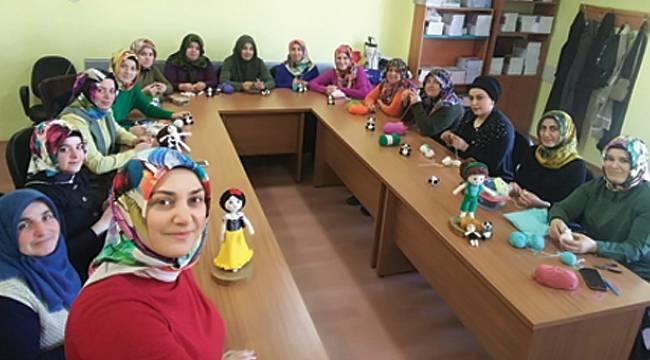 Ladik'te kadınlara şiş örücülüğü kursu
