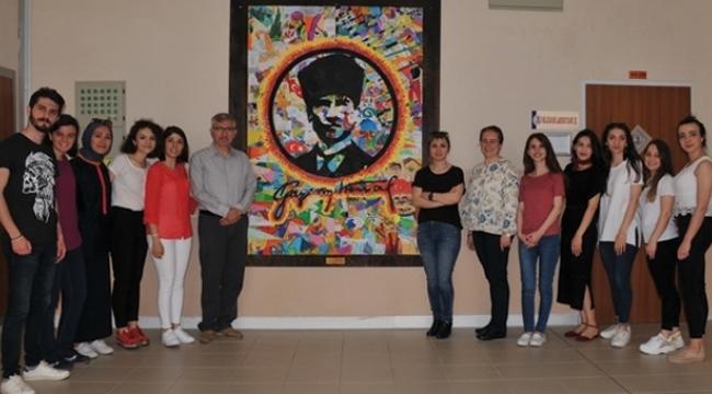 100 Farklı Çocuk Resminden Atatürk Panosu