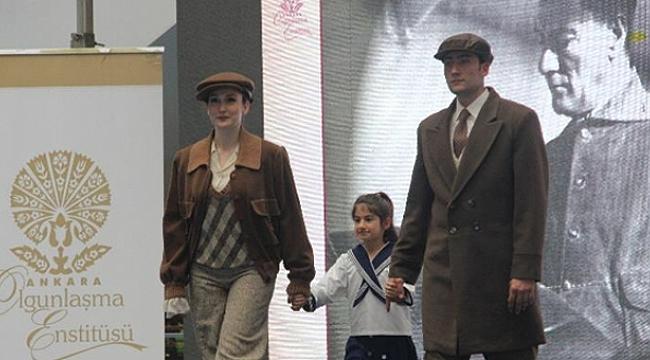Piazza'da Atatürk'ün kıyafetleri podyumda sergilendi