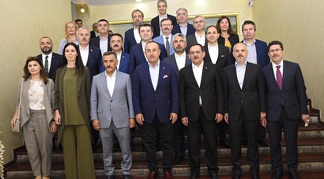 Bakan Çavuşoğlu'ndan Başkan Mustafa Demir'e övgü