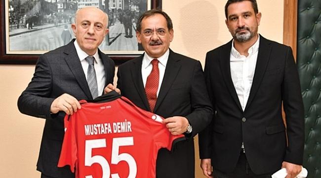 Samsunspor'dan Başkan Demir ve meclis üyelerine forma jesti