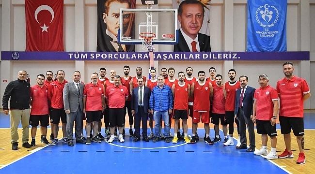 Başkan Demir'den basketbol takımına ziyaret