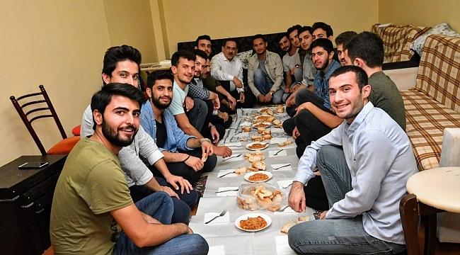 Başkan Demir üniversitelilerle buluştu
