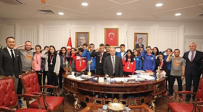 Başkan Demirtaş şampiyonların sevincini paylaştı