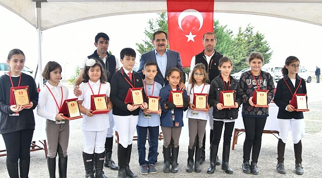 Başkan Mustafa Demir sporcuların coşkusuna ortak oldu