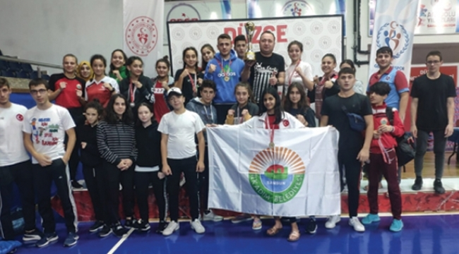İlkadımlı şampiyon boksörler 9 altın madalya ile döndü