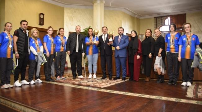Özel şampiyonlar Büyükşehir'de