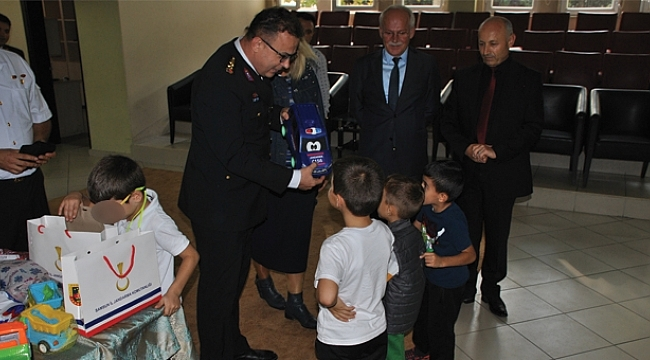 Samsun İl Jandarma Komutanlığı çocukların yüzünü güldürdü