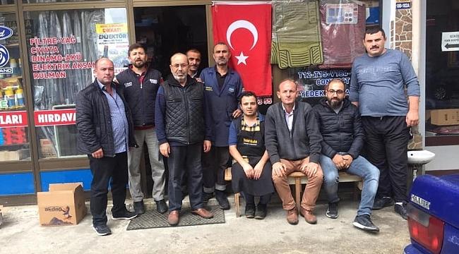 Tekkeköylü esnaflardan Barış Pınarı Harekatı'na bayraklı destek
