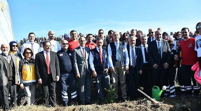 Samsun'da fidanlar toprakla buluştu