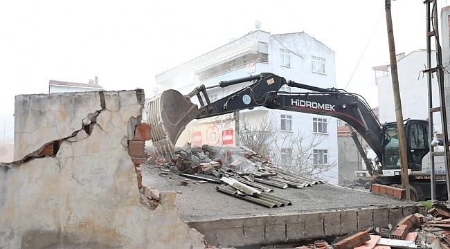 Samsun Haber - İlkadım'da metruk binalar yıkılıyor