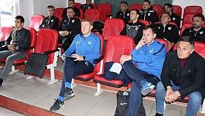 Samsunspor'da Genk Antrenörlerinden seminer