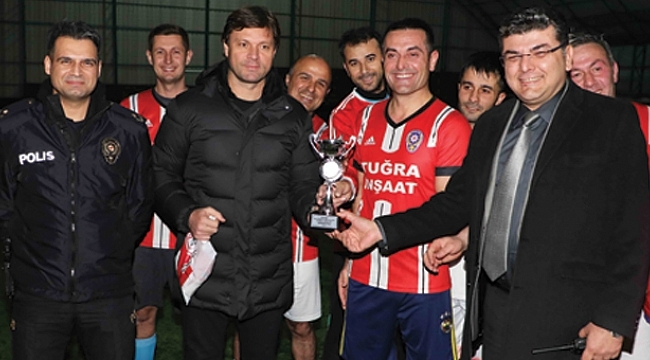 Samsunspor Teknik Direktörü Sağlam'danşampiyon polisler kupa
