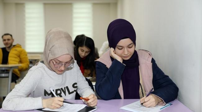 İlkadımlı gençler İLKEM ile üniversiteye hazırlanıyor
