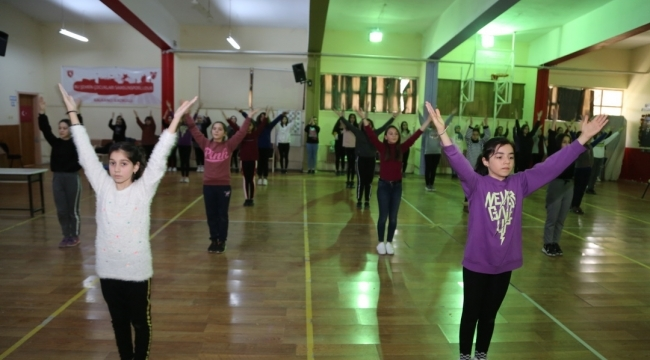 İlkadımlı gençlerden halk oyunlarına yoğun ilgi