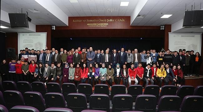 Sosyal Medya Uzmanı Sait Ercan Canik'te Öğrencilerle buluştu