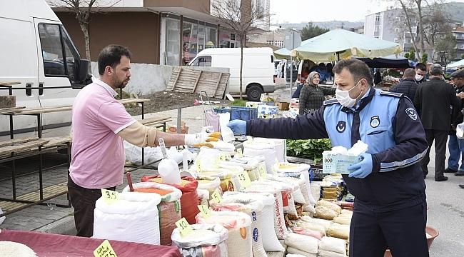 Tekkkeköy Belediyesi'nden virüse karşı maske ve eldiven