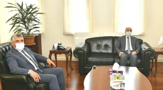 Başkan Aksu Vali Dağlı'yı ziyaret etti