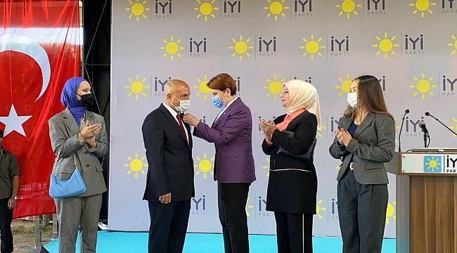 samsun haber - Erhan Usta İYİ Parti rozetini taktı