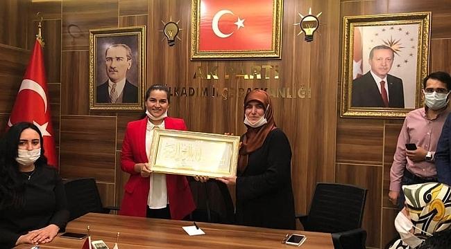 AK Parti İlkadım Kadın Kolları Başkanı Merve Bayraktar Keskin görevi devraldı