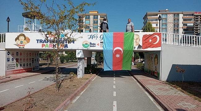 İlkadım Belediyesi tüm tesislerinde Azerbaycan bayrağı dalgalandırıyor