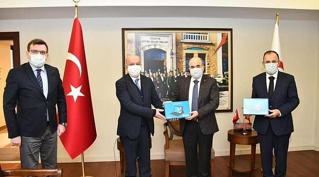 Başkan Çakır TOBB'un tabletlerini teslim etti