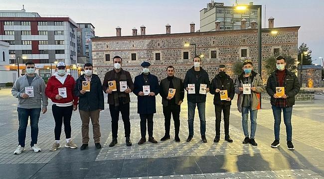 """AK Parti'li gençlerden """"Kaputa Vur İlkadım"""" kampanyası"""