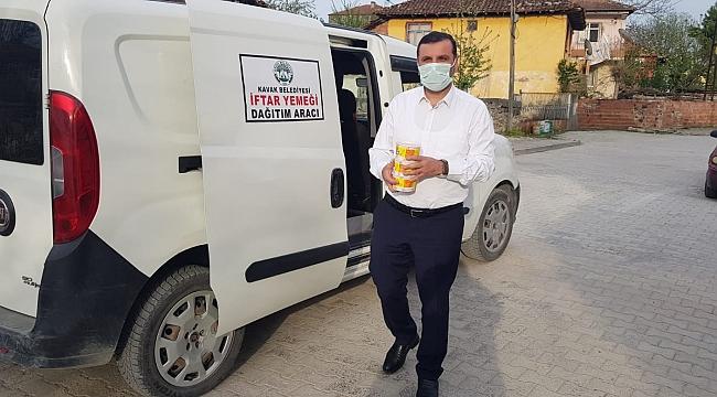 Başkan Sarıcaoğlu yemek dağıttı