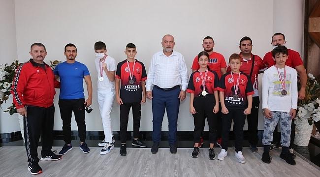 Samsunlu milli sporculardan Başkan Sandıkçı'ya madalya sözü