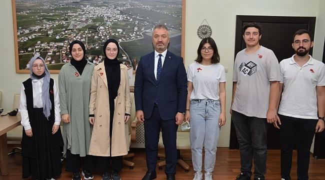 Başkan Topaloğlu YKS'de derece yapan öğrencileri ödüllendirdi