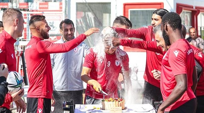 Samsunspor'da Cihan'a sürpriz doğum günü