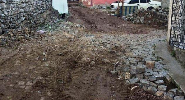 Ayvalık-Palabahçe'de yol onarım çalışmalarına başlandı