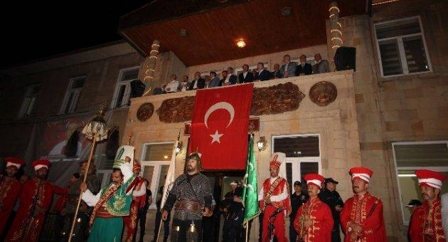 Bakan Ağbal memleketinde demokrasi nöbetinde